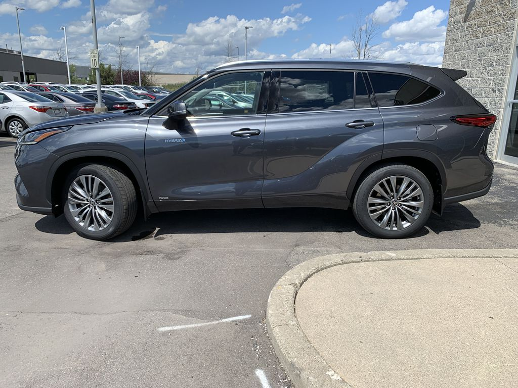 Gray[Magnetic Gray Metallic] 2020 Toyota Highlander Hybrid Platinum Package DBRCHC BA Left Front Rim and Tire Photo in Brampton ON