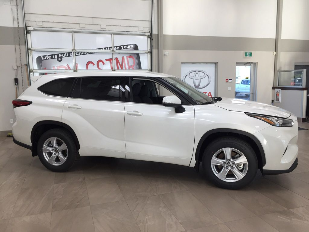 White[Blizzard Pearl] 2020 Toyota Highlander L Right Side Photo in Sherwood Park AB