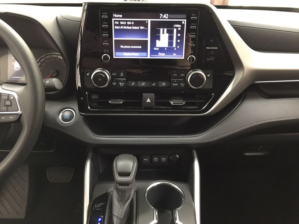 White[Blizzard Pearl] 2020 Toyota Highlander L Central Dash Options Photo in Sherwood Park AB