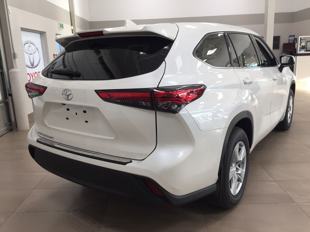 White[Blizzard Pearl] 2020 Toyota Highlander L Right Rear Corner Photo in Sherwood Park AB