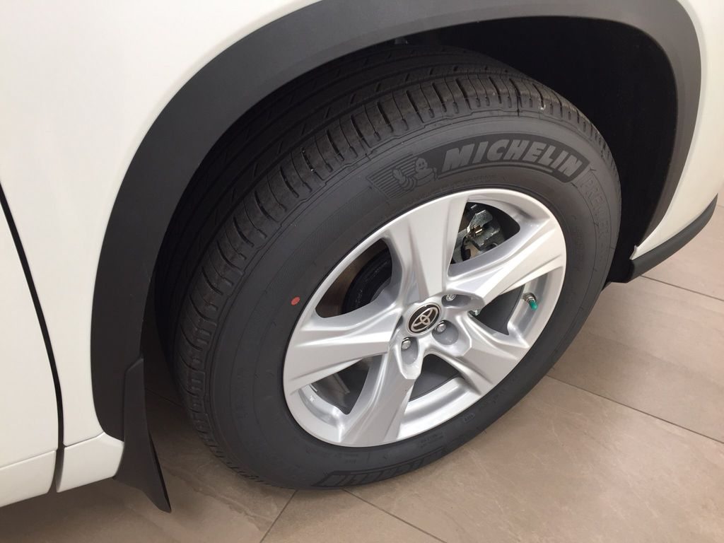 White[Blizzard Pearl] 2020 Toyota Highlander L Right Front Rim and Tire Photo in Sherwood Park AB