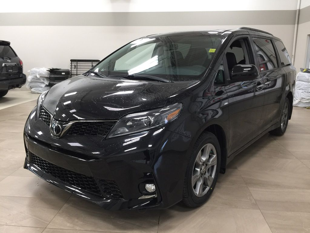 Black[Midnight Black Metallic] 2020 Toyota Sienna SE AWD Left Front Corner Photo in Sherwood Park AB
