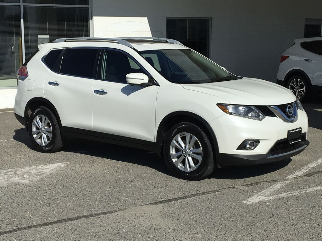 White[Pearl White] 2015 Nissan Rogue SV AWD Right Front Corner Photo in Kelowna BC