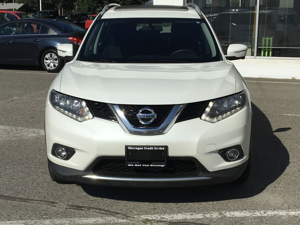 White[Pearl White] 2015 Nissan Rogue SV AWD Front Vehicle Photo in Kelowna BC