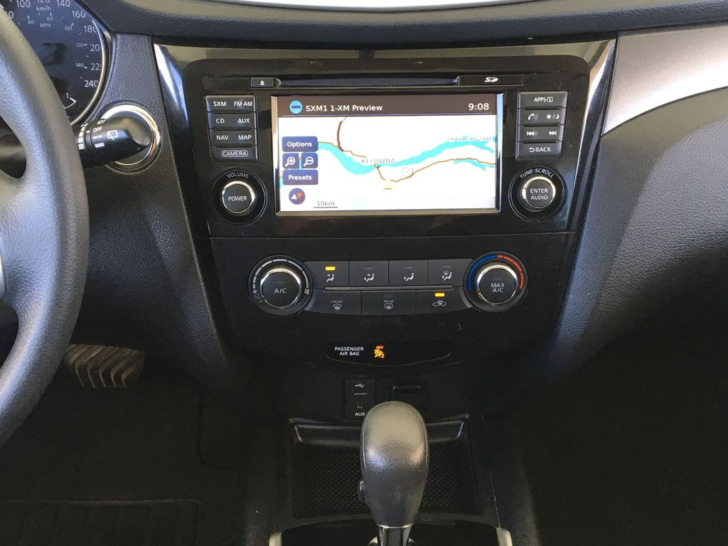 White[Pearl White] 2015 Nissan Rogue SV AWD Central Dash Options Photo in Kelowna BC