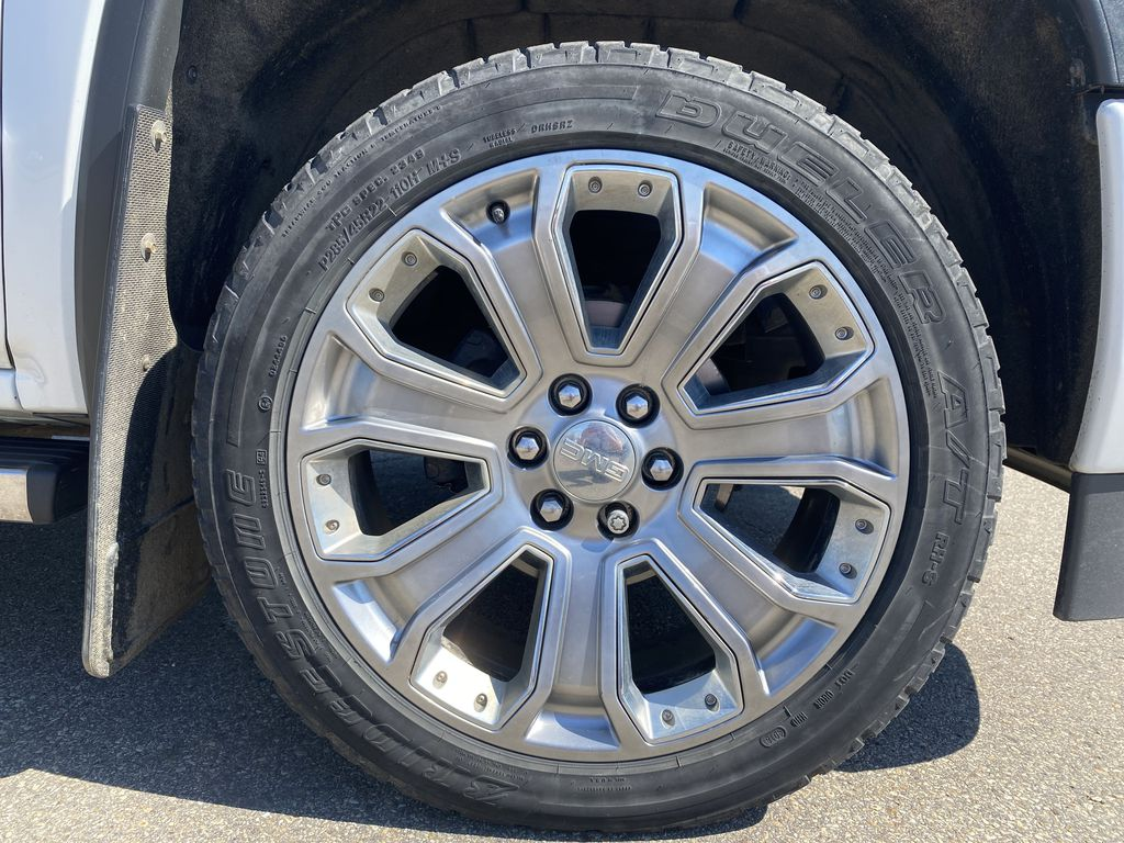 White[White Frost Tricoat] 2018 GMC Sierra 1500 Left Front Rim and Tire Photo in Edmonton AB