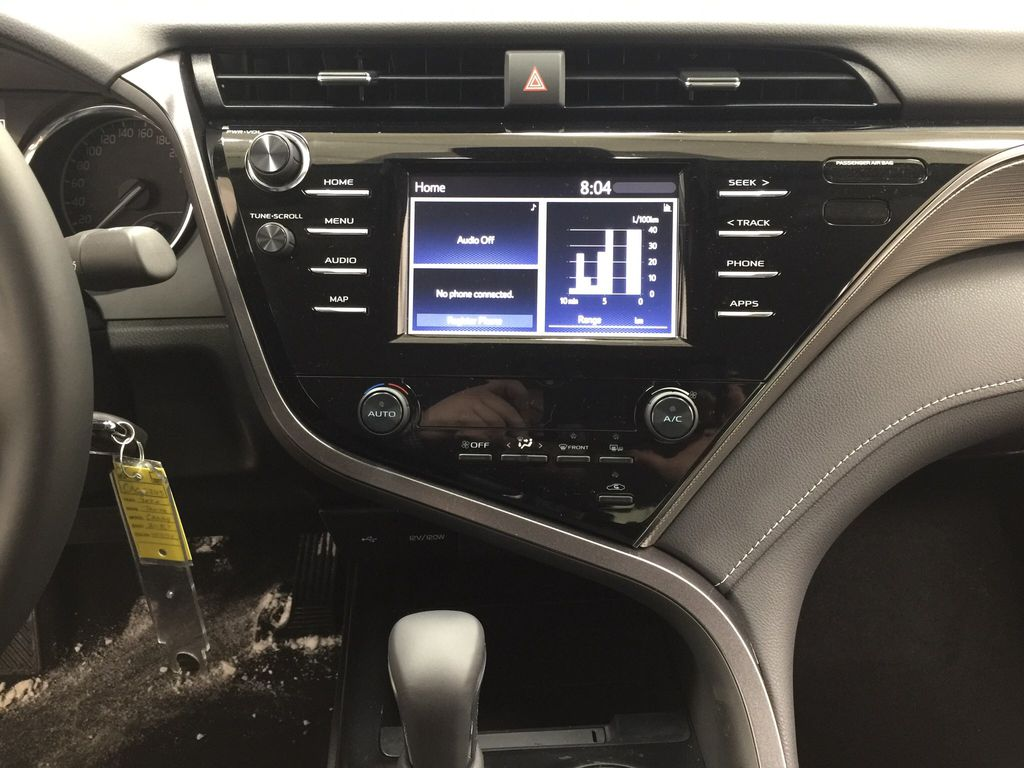 White[Super White] 2020 Toyota Camry SE Central Dash Options Photo in Sherwood Park AB