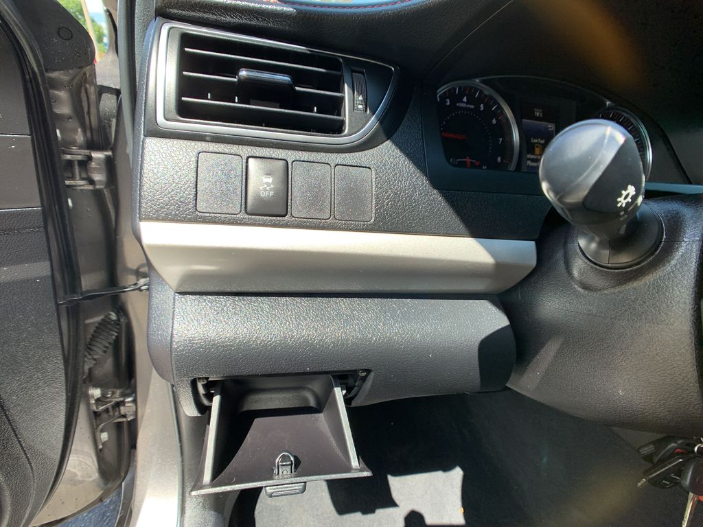 2017 Toyota Camry Center Console Photo in Brampton ON