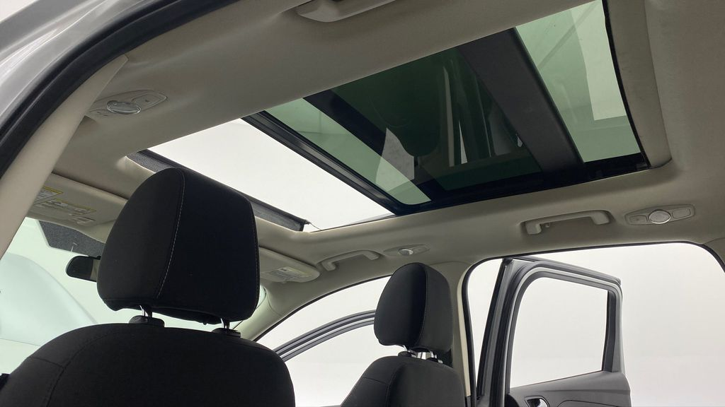 Silver[Ingot Silver Metallic] 2014 Ford Escape SE AWD - Panoramic Roof, MyFord Touch, SAT Radio Headliner / Equipment Photo in Winnipeg MB