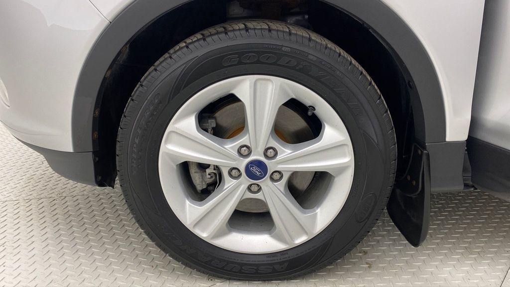 Silver[Ingot Silver Metallic] 2014 Ford Escape SE AWD - Panoramic Roof, MyFord Touch, SAT Radio Left Front Rim and Tire Photo in Winnipeg MB