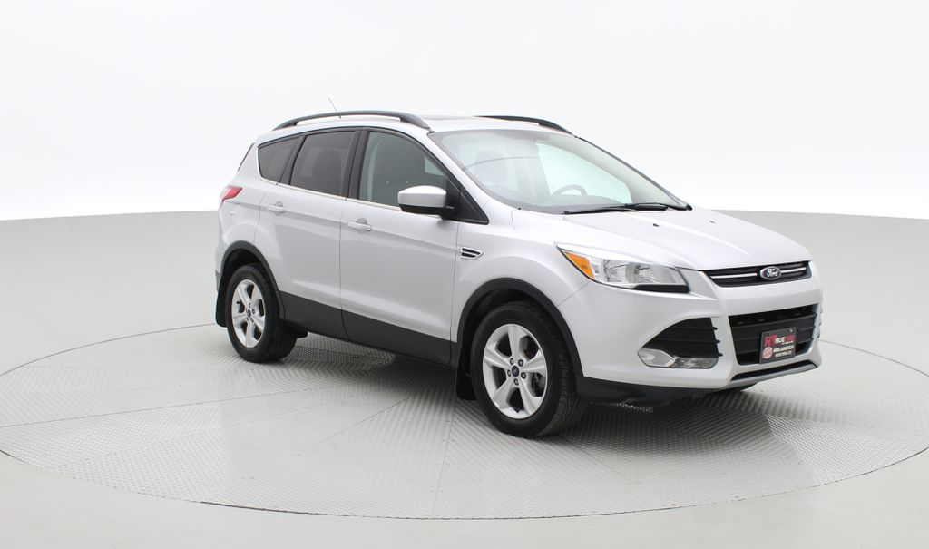 Silver[Ingot Silver Metallic] 2014 Ford Escape SE AWD - Panoramic Roof, MyFord Touch, SAT Radio Left Front Corner Photo in Winnipeg MB