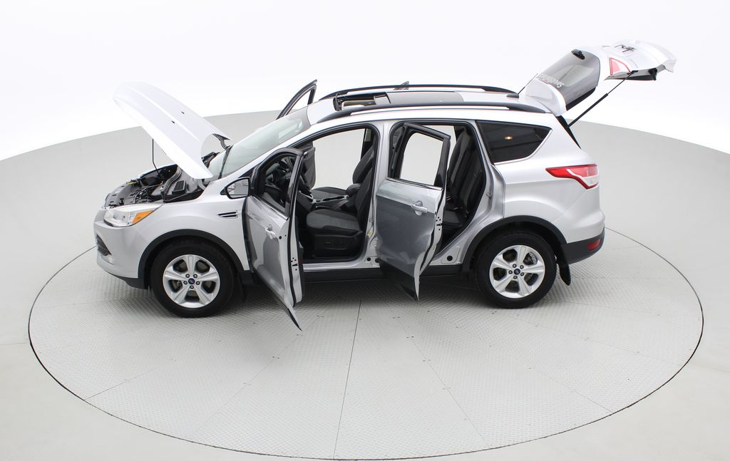 Silver[Ingot Silver Metallic] 2014 Ford Escape SE AWD - Panoramic Roof, MyFord Touch, SAT Radio Left Side Photo in Winnipeg MB