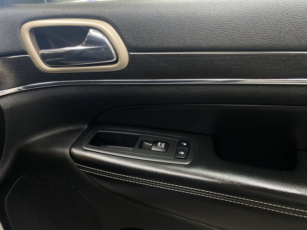 SILVER 2014 Jeep Grand Cherokee Limited - Summer/Winter Tires, Remote Start, Heated Leather Passenger Front Door Controls Photo in Edmonton AB