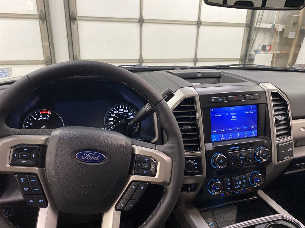 MAGNETIC 2020 Ford Super Duty F-250 SRW Steering Wheel and Dash Photo in Dartmouth NS