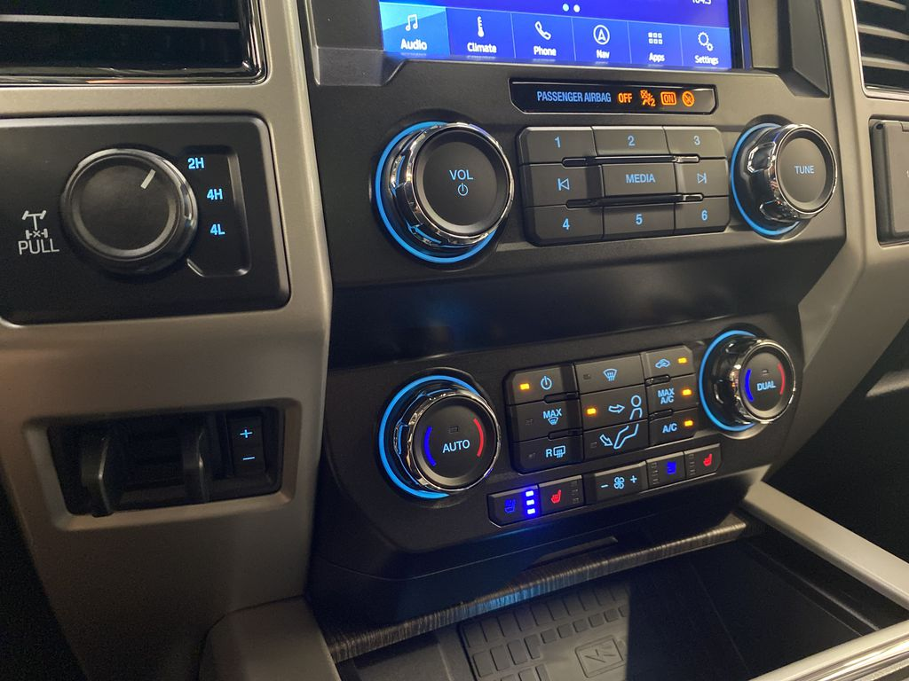 MAGNETIC 2020 Ford Super Duty F-250 SRW Central Dash Options Photo in Dartmouth NS