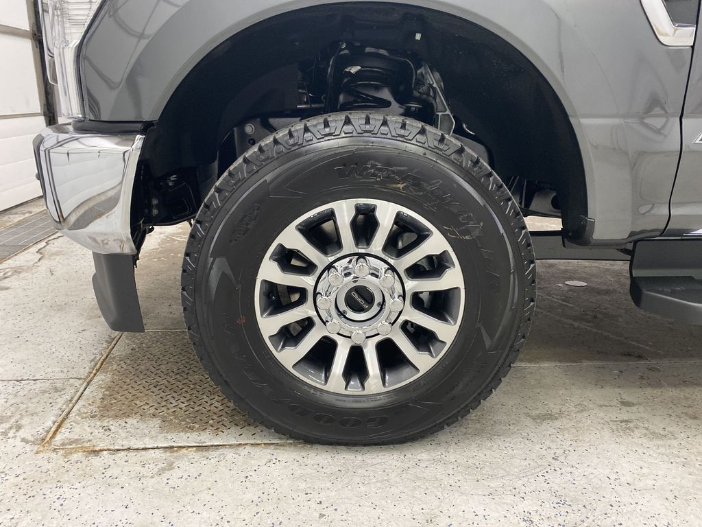 MAGNETIC 2020 Ford Super Duty F-250 SRW Left Front Rim and Tire Photo in Dartmouth NS