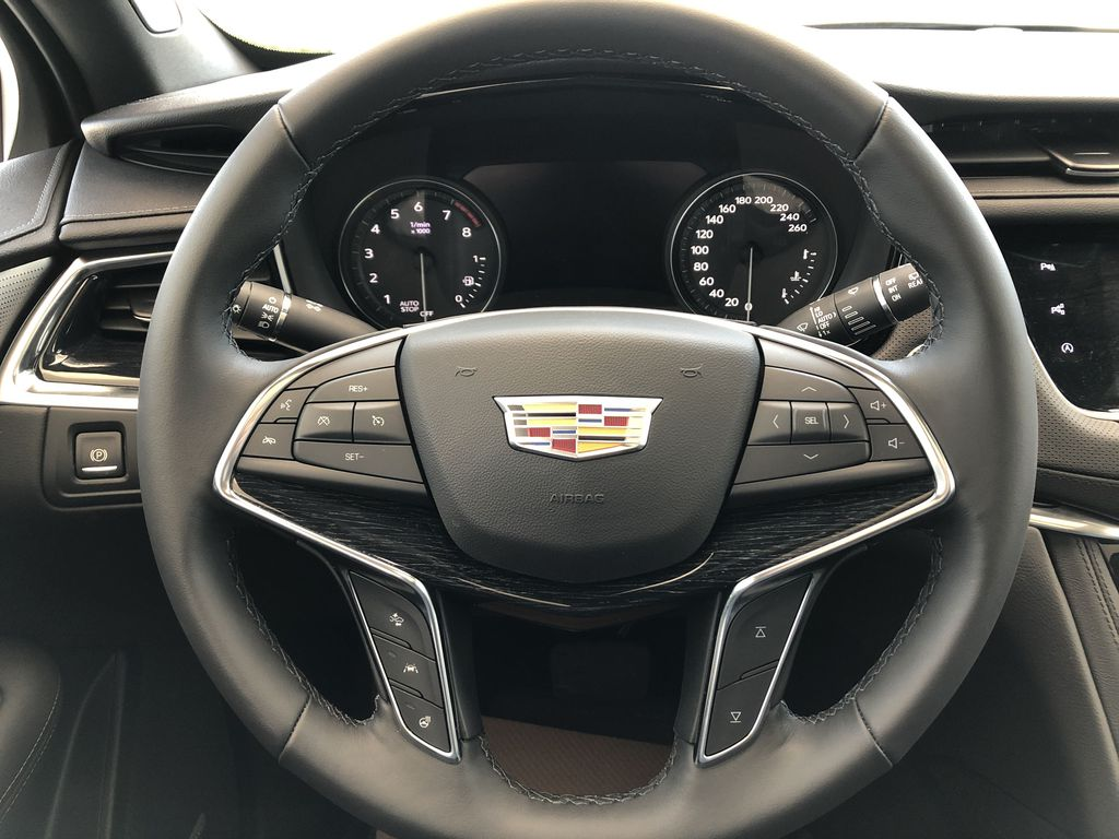 White[Crystal White Tricoat] 2020 Cadillac XT5 Strng Wheel: Frm Rear in Edmonton AB