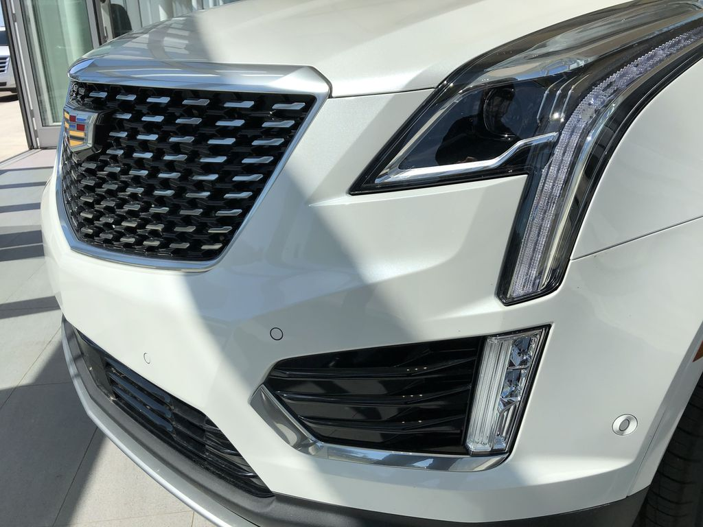 White[Crystal White Tricoat] 2020 Cadillac XT5 Left Front Head Light / Bumper and Grill in Edmonton AB