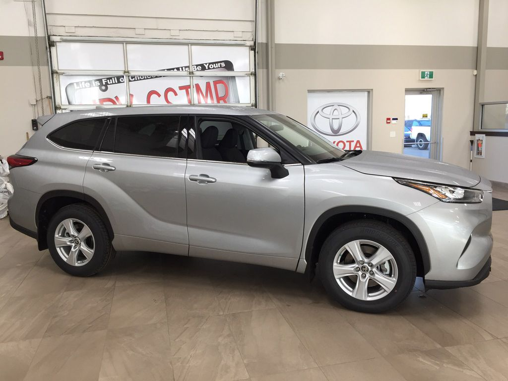 Silver[Celestial Silver Metallic] 2020 Toyota Highlander LE AWD Right Side Photo in Sherwood Park AB