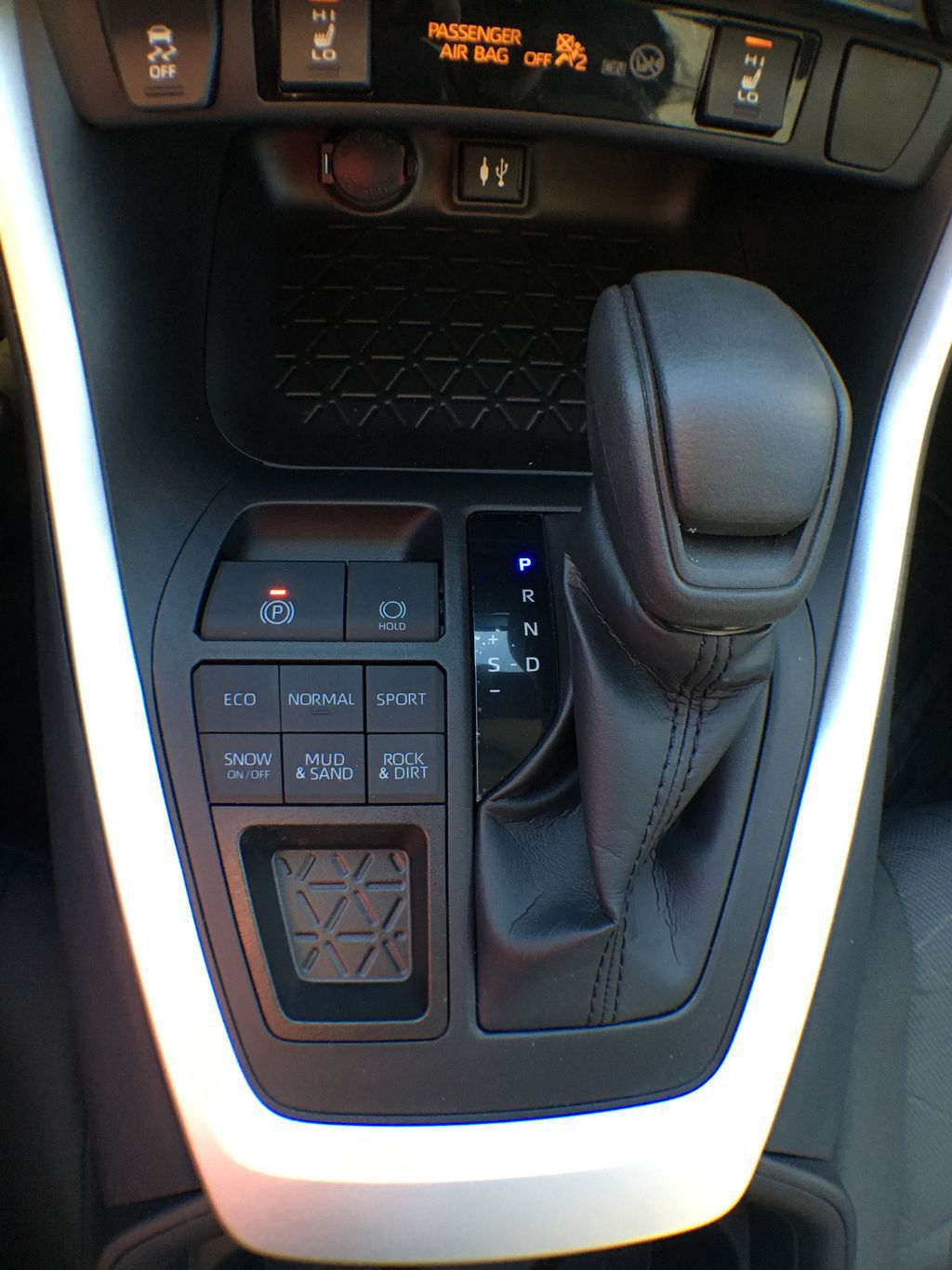 Blue[Blueprint] 2020 Toyota RAV4 AWD XLE Standard Package R1RFVT AM Center Console Photo in Brampton ON