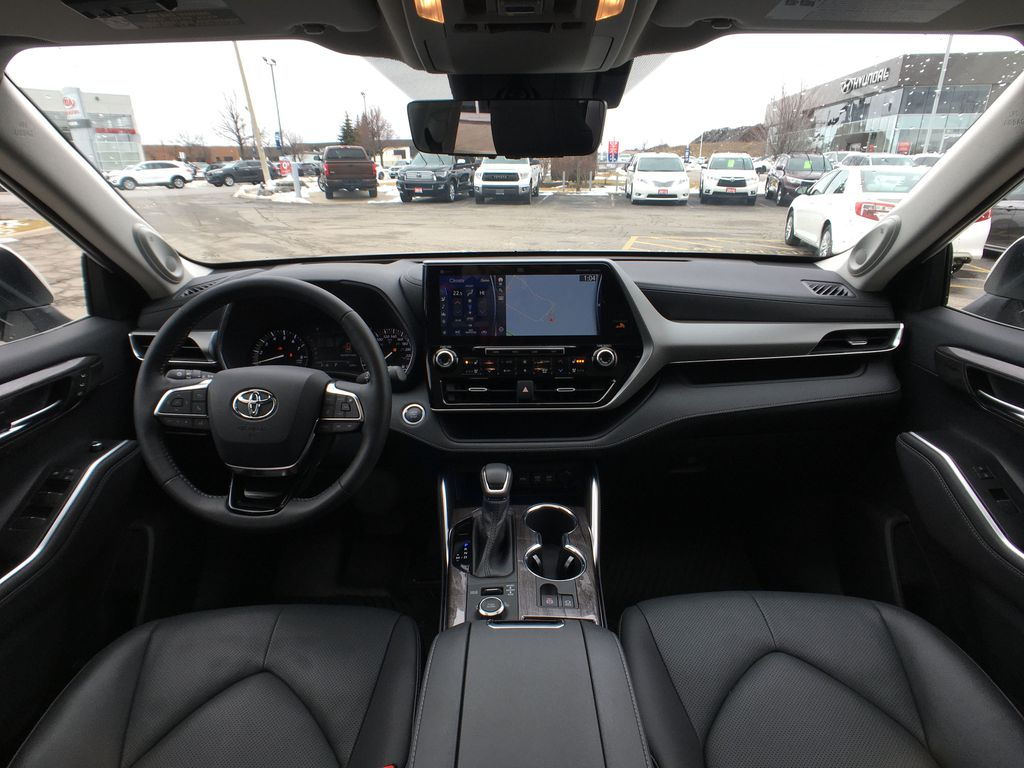 White[Blizzard Pearl] 2020 Toyota Highlander AWD Platinum Package DZRBHT BC Strng Wheel/Dash Photo: Frm Rear in Brampton ON