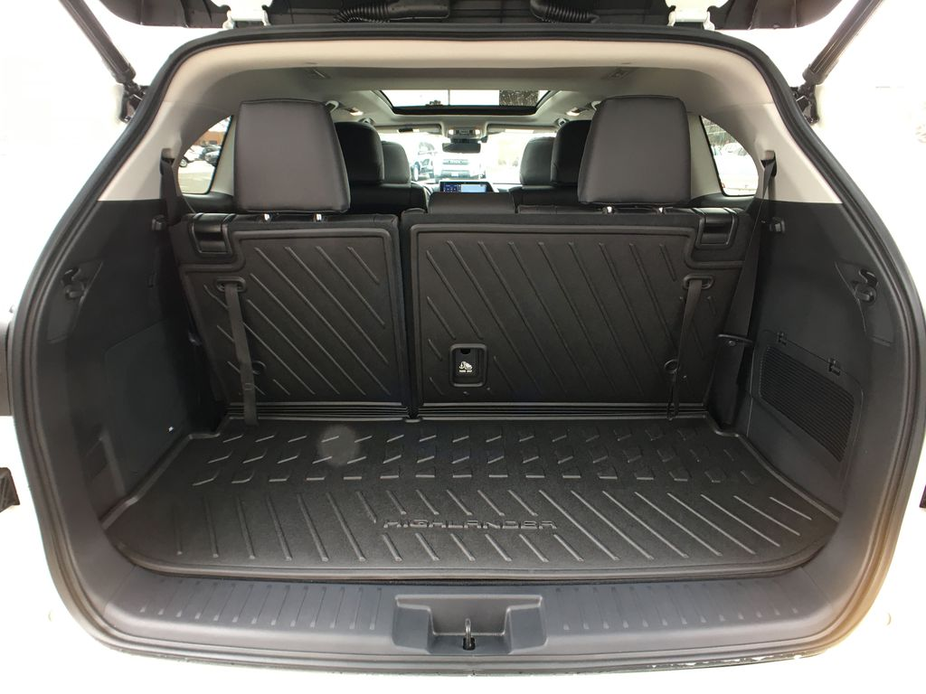 White[Blizzard Pearl] 2020 Toyota Highlander AWD Platinum Package DZRBHT BC Trunk / Cargo Area Photo in Brampton ON
