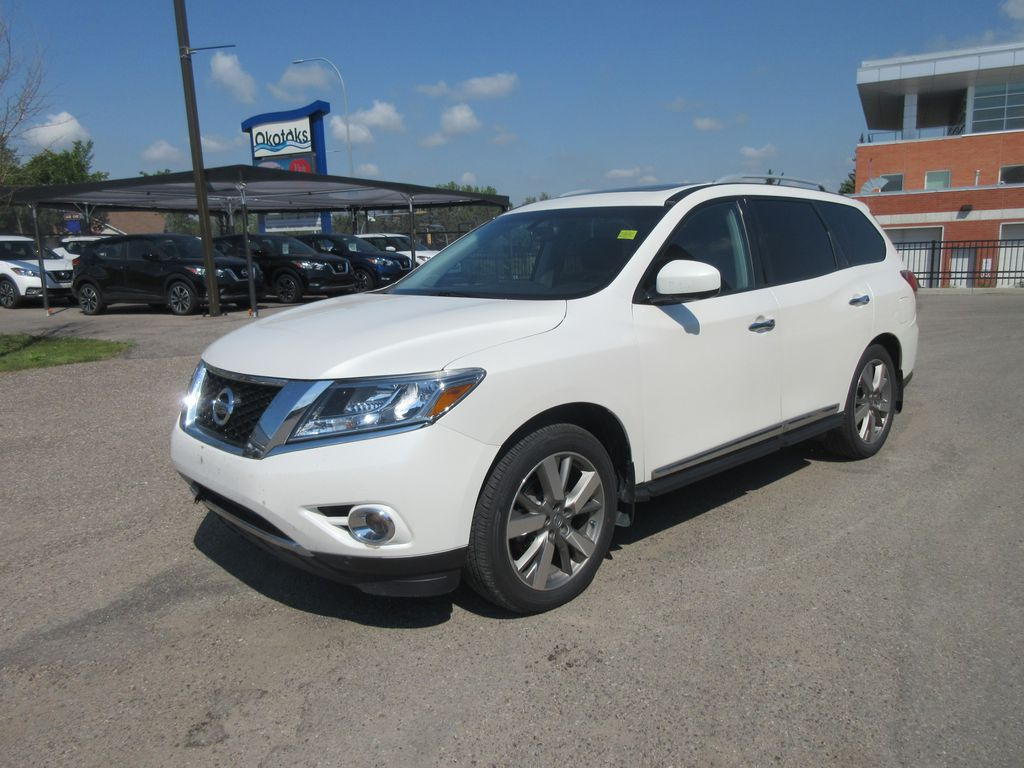 White[Pearl White] 2015 Nissan Pathfinder Front Vehicle Photo in Okotoks AB