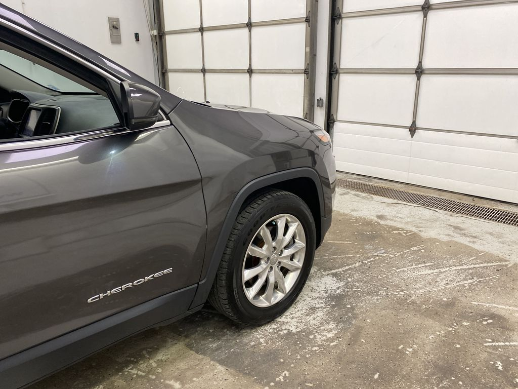 Black[Brilliant Black Crystal Pearlcoat] 2014 Jeep Cherokee Right Front Corner Photo in Dartmouth NS