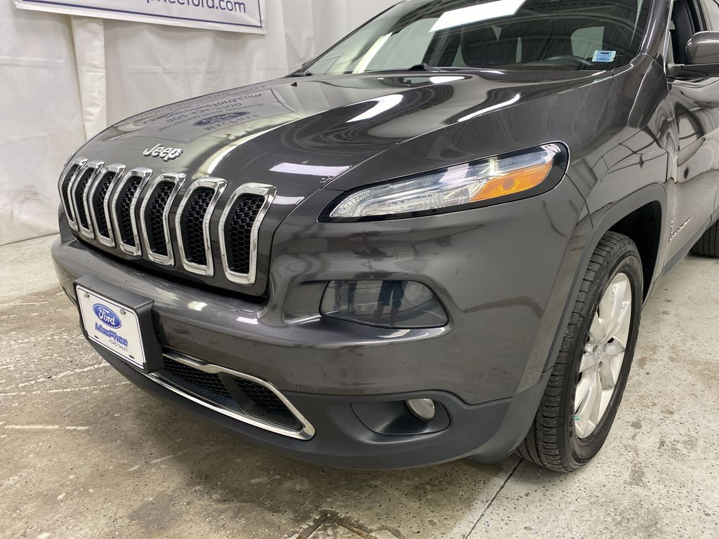 Black[Brilliant Black Crystal Pearlcoat] 2014 Jeep Cherokee Left Front Head Light / Bumper and Grill in Dartmouth NS