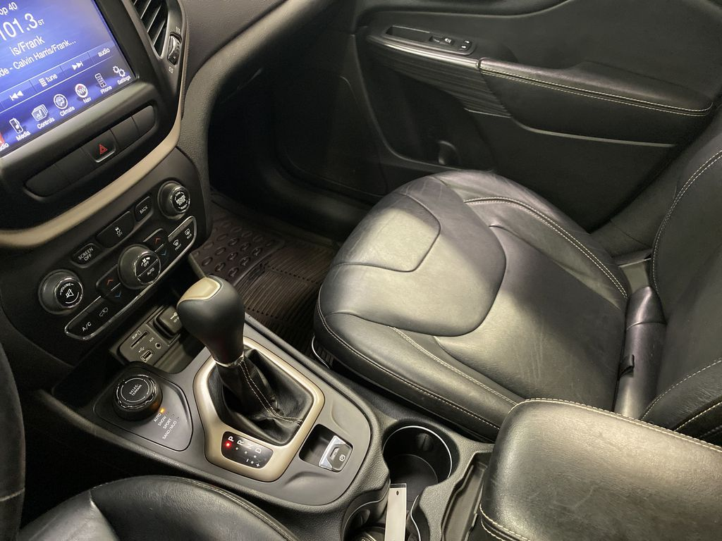 Black[Brilliant Black Crystal Pearlcoat] 2014 Jeep Cherokee Center Console Photo in Dartmouth NS