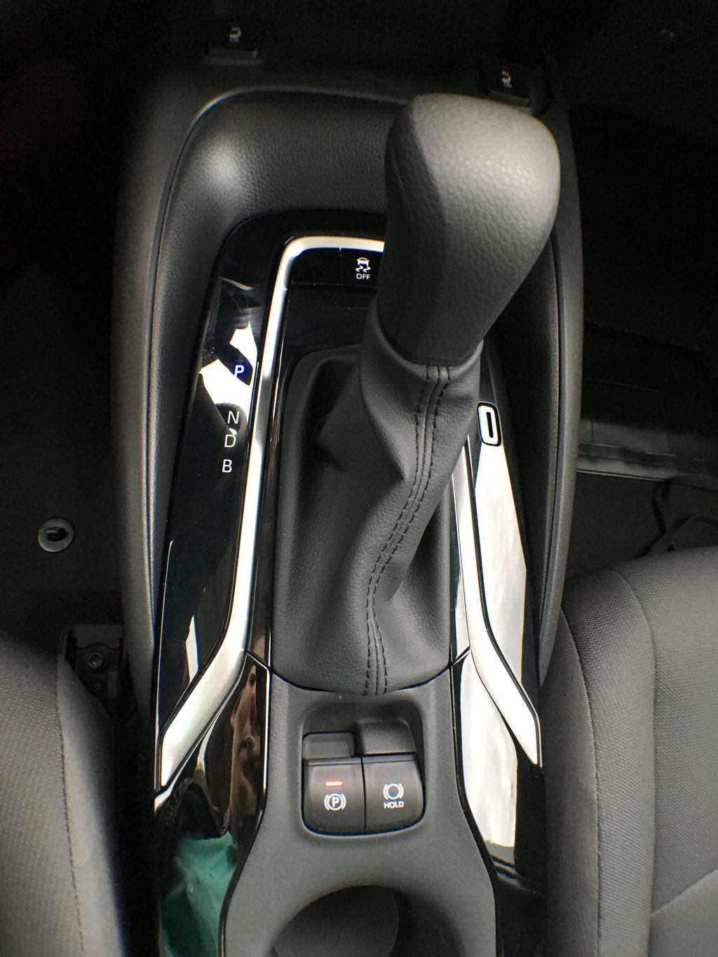 08X8 BLUEPRINT 2020 Toyota Corolla LE Standard Package BPRBLC AM Center Console Photo in Brampton ON