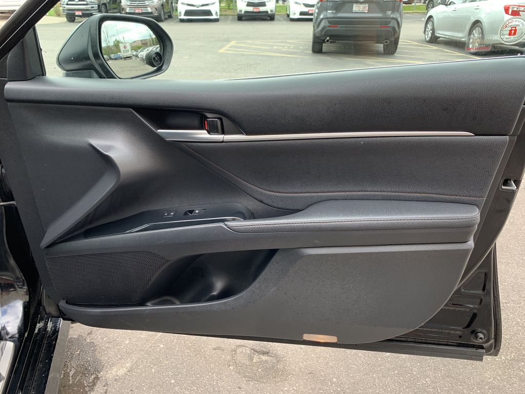 Black 2018 Toyota Camry Hybrid STOCK NOT FOUND Central Dash Options Photo in Brampton ON