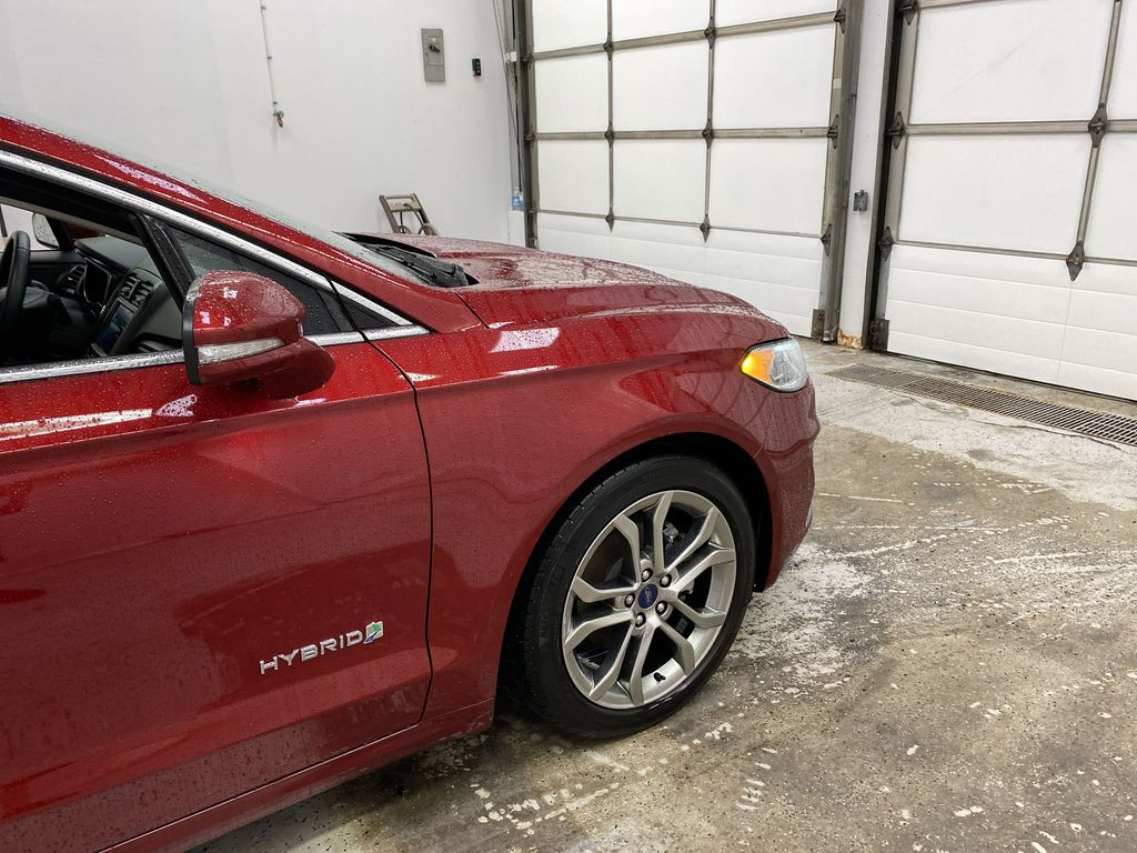 2019 Ford Fusion Hybrid Right Front Corner Photo in Dartmouth NS