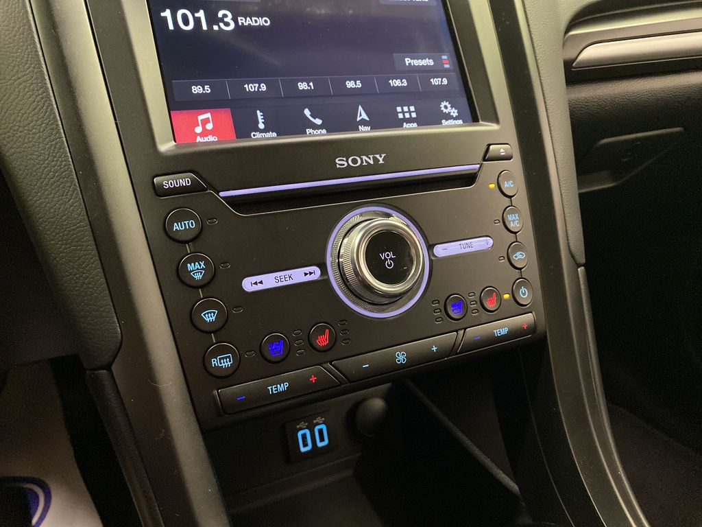2019 Ford Fusion Hybrid Central Dash Options Photo in Dartmouth NS