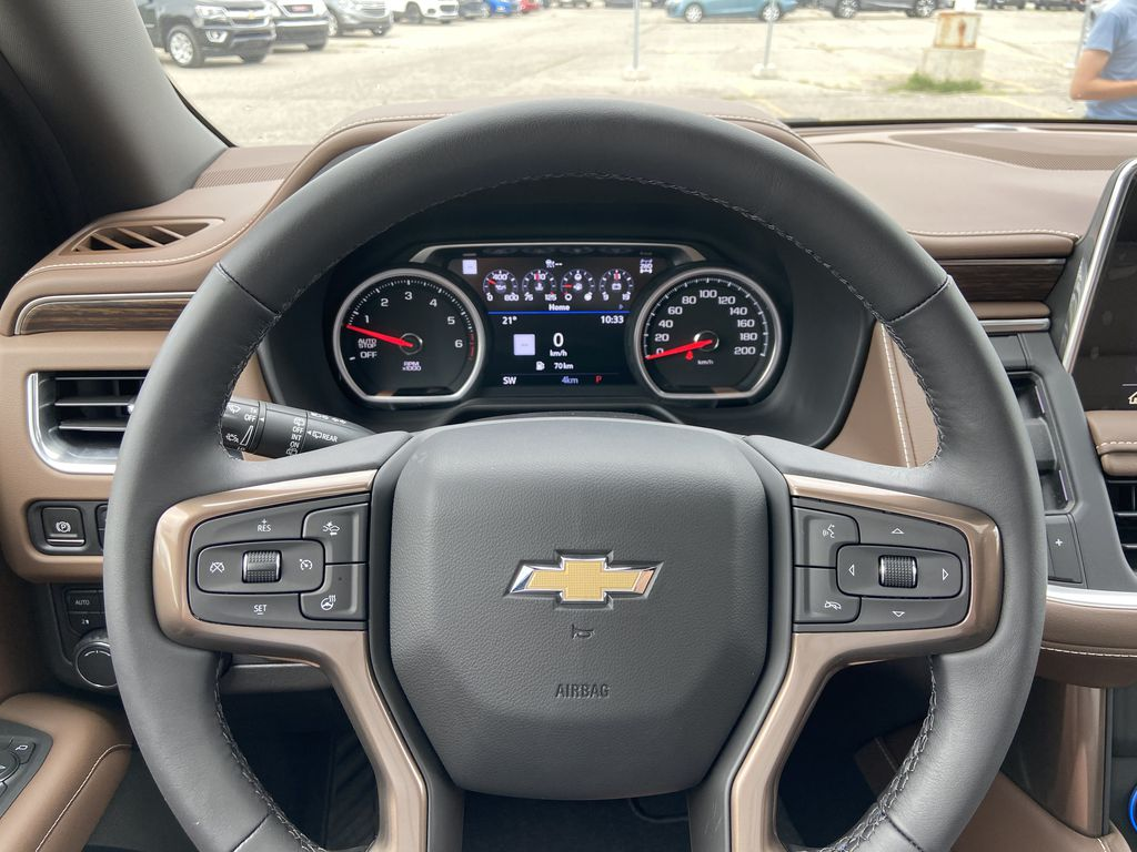 White[Iridescent Pearl Tricoat] 2021 Chevrolet Tahoe High Country Steering Wheel and Dash Photo in Calgary AB