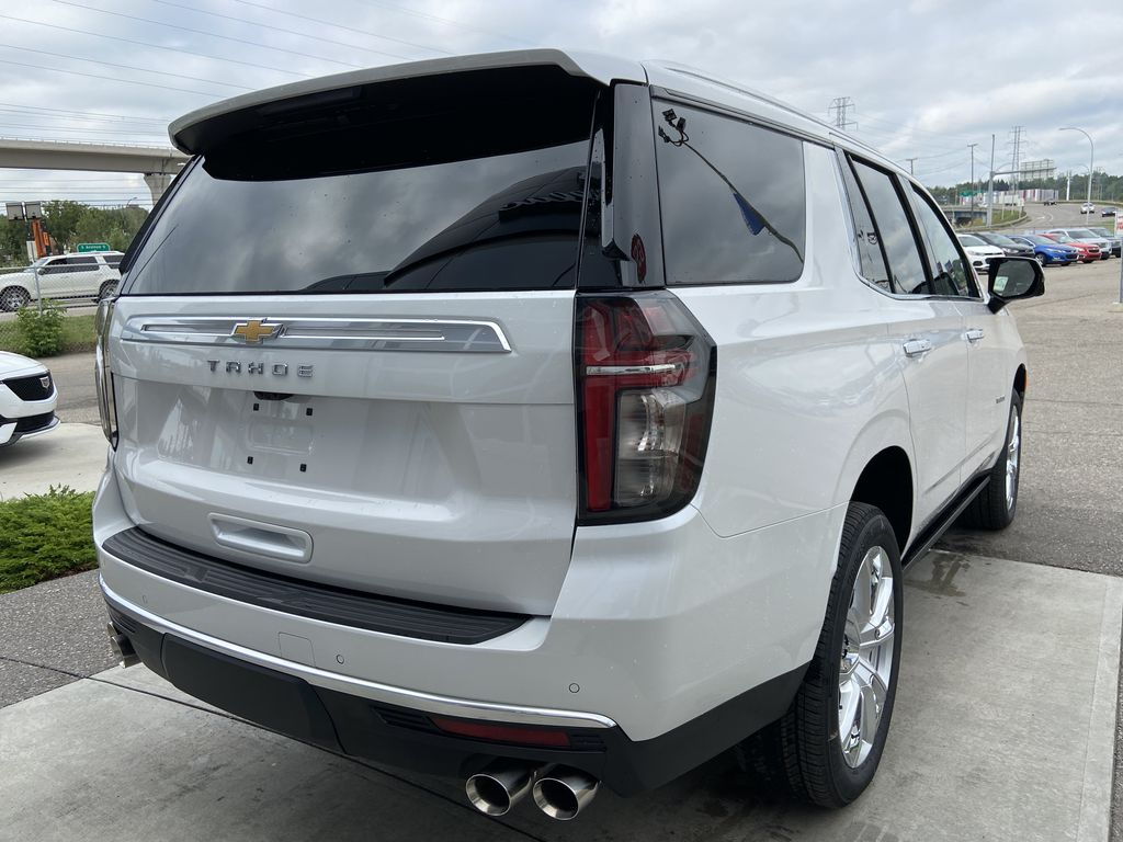 White[Iridescent Pearl Tricoat] 2021 Chevrolet Tahoe High Country Right Rear Corner Photo in Calgary AB
