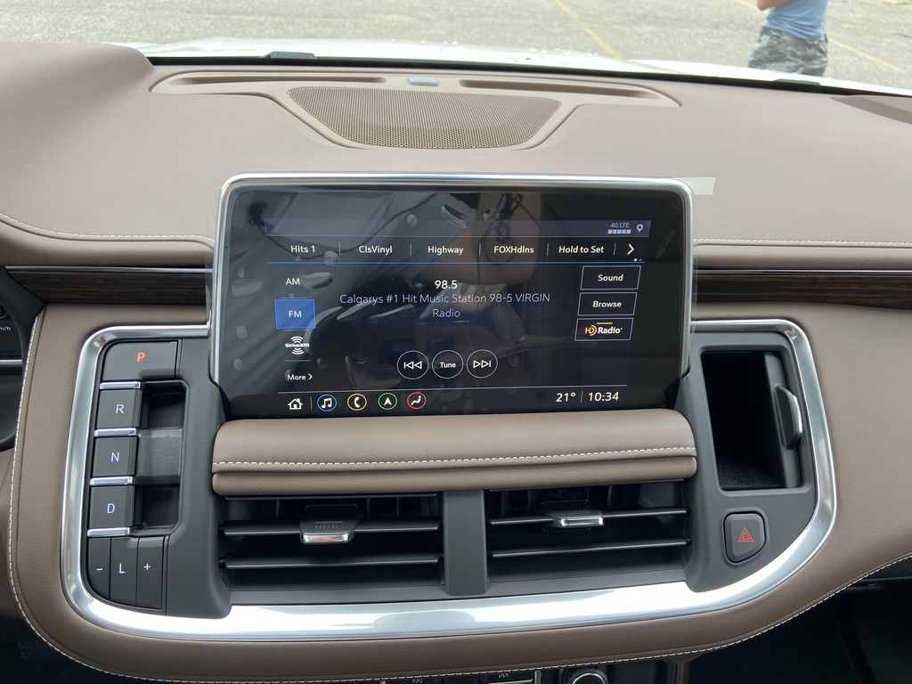 White[Iridescent Pearl Tricoat] 2021 Chevrolet Tahoe High Country Radio Controls Closeup Photo in Calgary AB