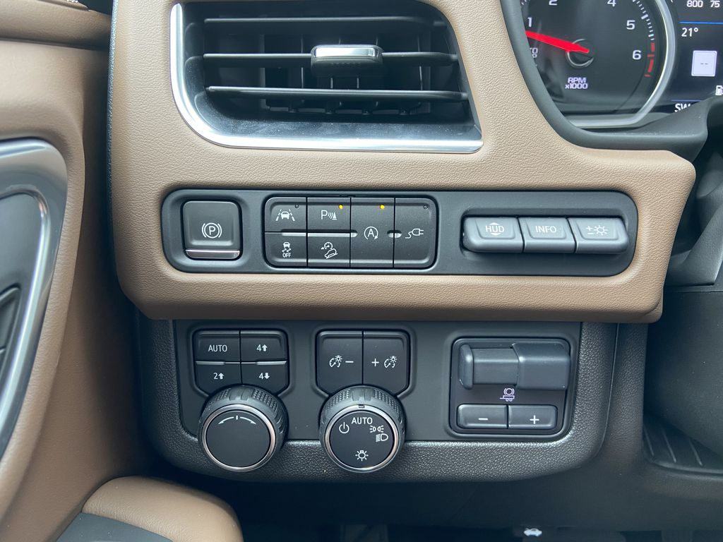 White[Iridescent Pearl Tricoat] 2021 Chevrolet Tahoe High Country Center Console Photo in Calgary AB
