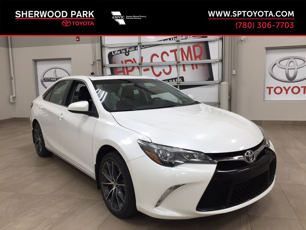 White[Blizzard Pearl] 2016 Toyota Camry XSE