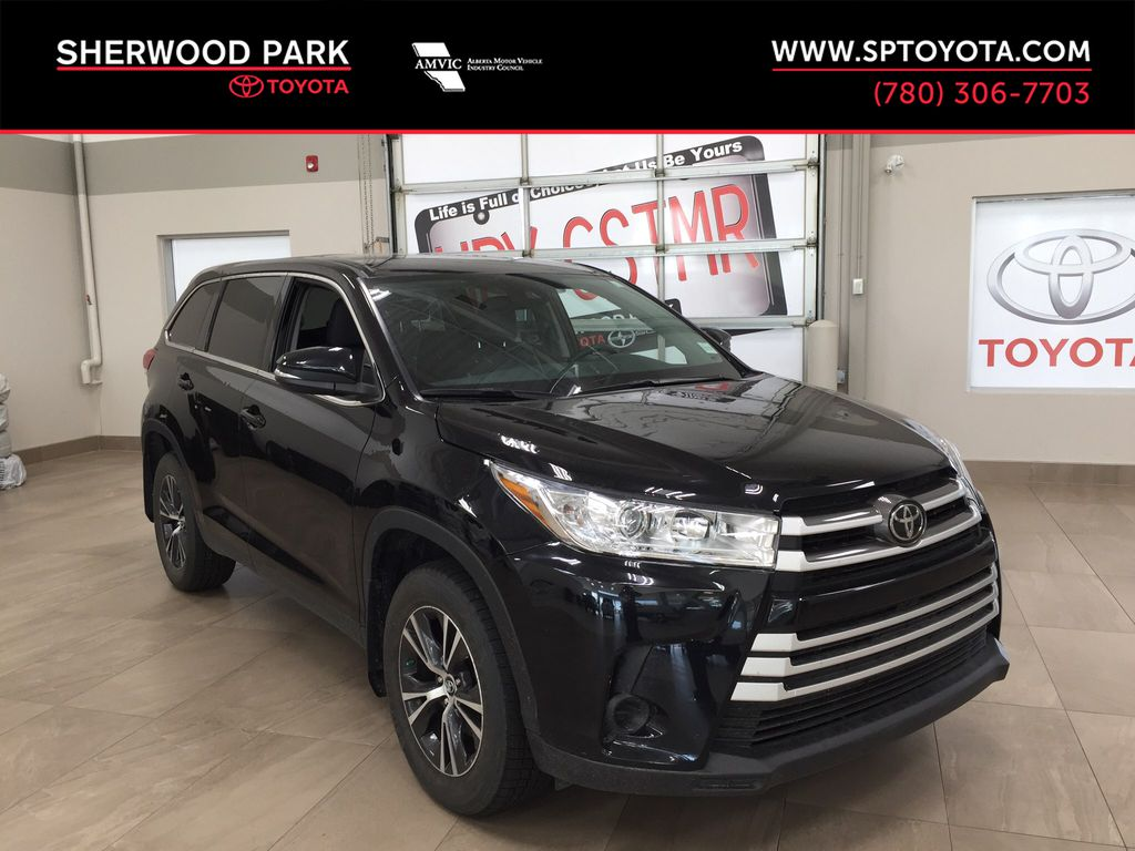 Black[Midnight Black Metallic] 2019 Toyota Highlander LE AWD