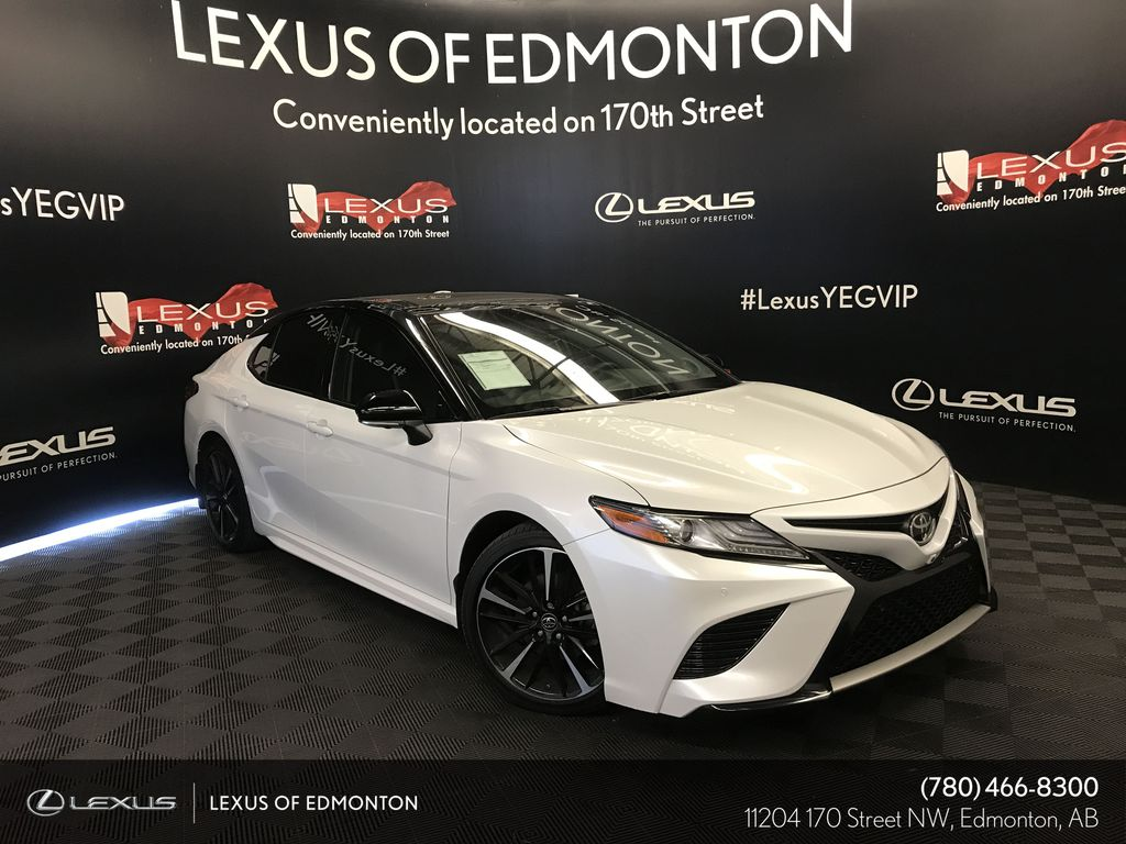 White[Platinum White Pearl w/Black Roof] 2018 Toyota Camry