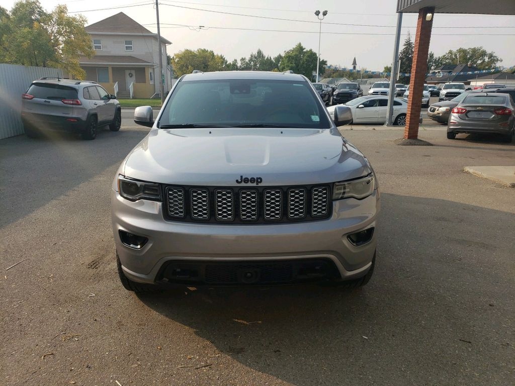 Silver 2020 Jeep Grand Cherokee Left Front Corner Photo in Fort Macleod AB