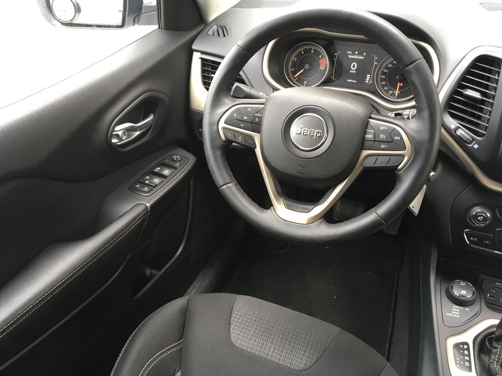 White[Bright White] 2016 Jeep Cherokee North Edition Left Front Interior Door Panel Photo in Kelowna BC
