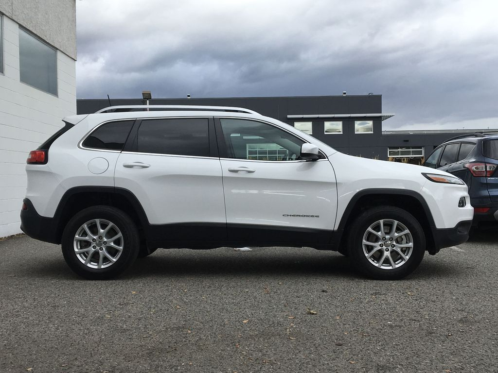 White[Bright White] 2016 Jeep Cherokee North Edition Right Side Photo in Kelowna BC