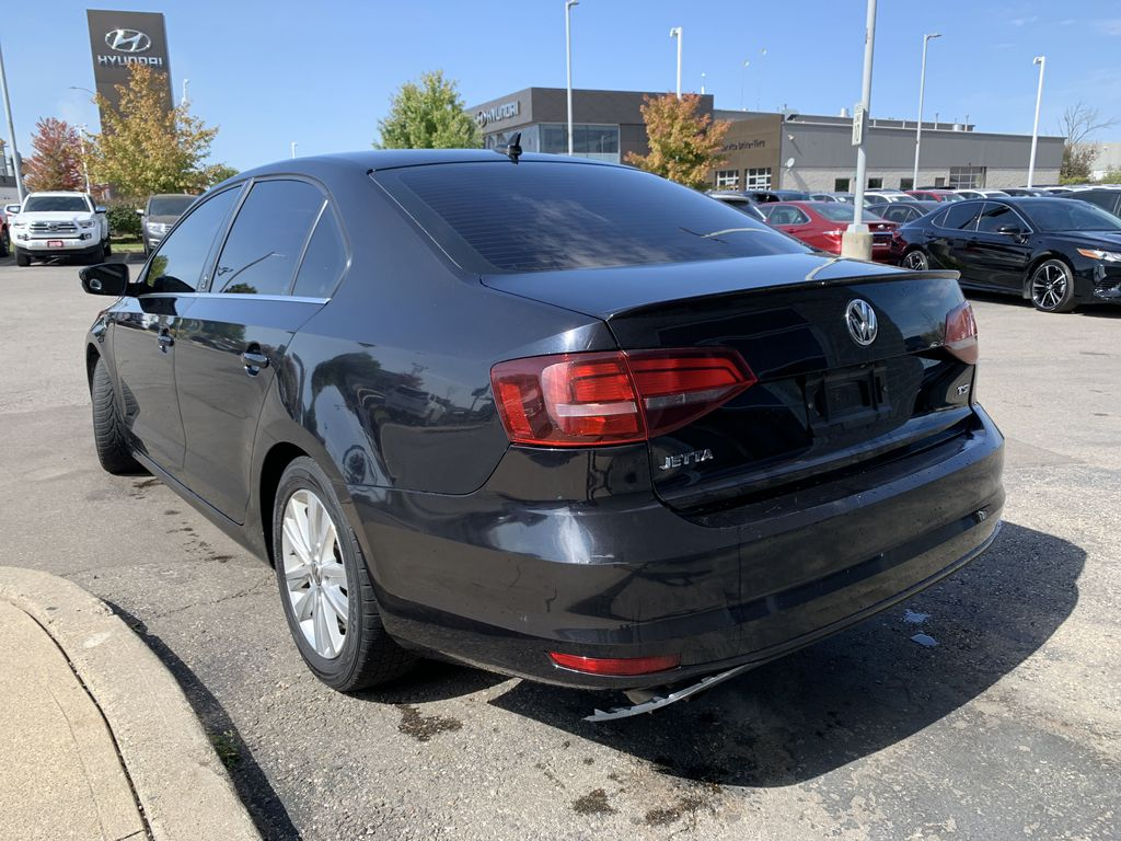 Black[Deep Black Pearl] 2017 Volkswagen Jetta Sedan Left Front Interior Door Panel Photo in Brampton ON