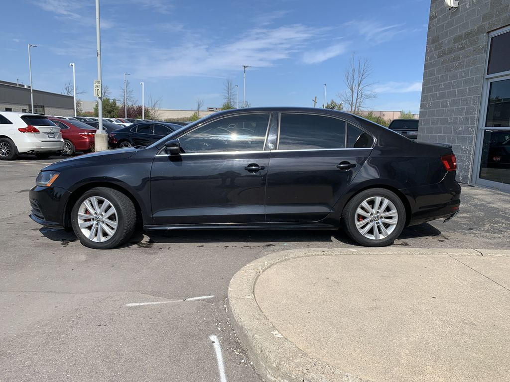 Black[Deep Black Pearl] 2017 Volkswagen Jetta Sedan Left Front Rim and Tire Photo in Brampton ON