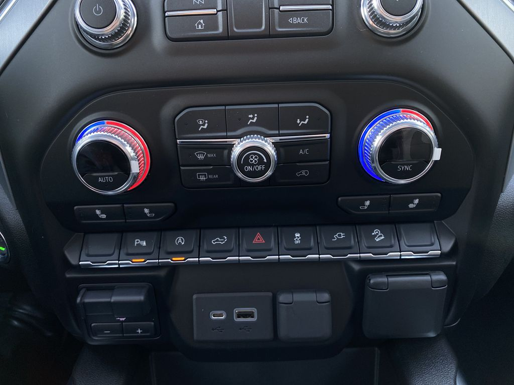 Black[Carbon Black Metallic] 2020 GMC Sierra 1500 Elevation Central Dash Options Photo in Canmore AB