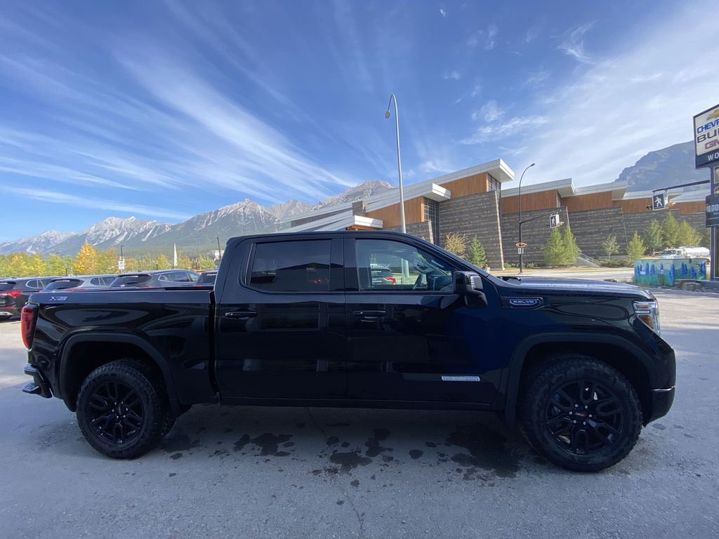 Black[Carbon Black Metallic] 2020 GMC Sierra 1500 Elevation Right Side Photo in Canmore AB