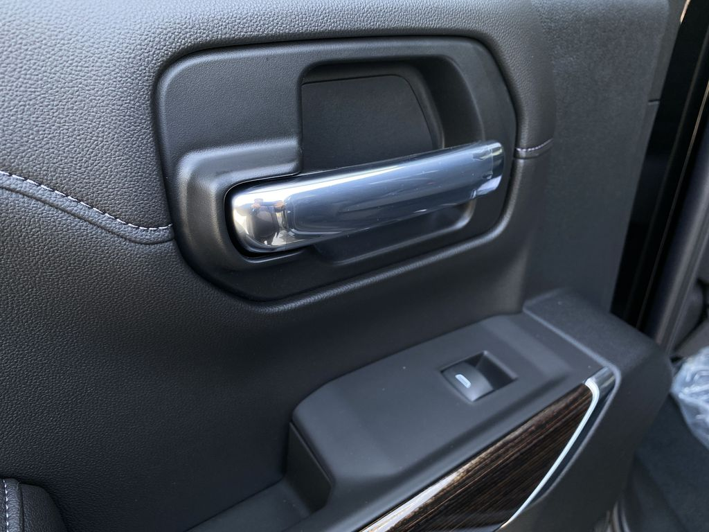 Black[Carbon Black Metallic] 2020 GMC Sierra 1500 Elevation LR Door Panel Ctls Photo in Canmore AB