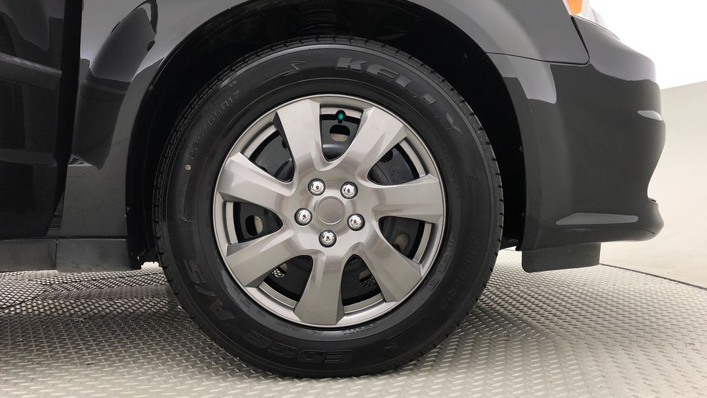Black[Brilliant Black Crystal Pearl] 2015 Dodge Grand Caravan SE - 7 Passenger, All Credit Approved Right Front Rim and Tire Photo in Winnipeg MB